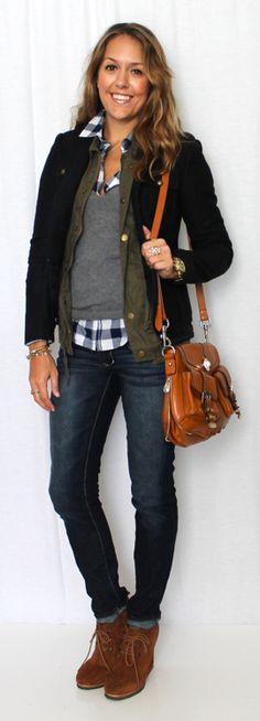 Traveling for the holidays? I like this blogger's airport style: easy-to-remove layers, comfortable but pulled-together.