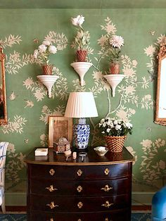 Mark Sikes Kips Bay room with Vladimir Kanevsky Foyer Wallpaper, Chinoiserie Wallpaper, Chinoiserie Chic, Kips Bay Showhouse, Mark Sikes, Look 2018, Foyer Decorating, Decorating Ideas, Exterior Paint Colors For House