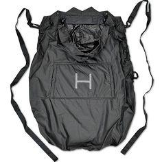 Un práctico cobertor para la lluvia hecho de nylon, que te protege a ti y a tu bebé del viento y la lluvia. Incluye reflectores Scotchlite™, para hacerlo más visible en sitios oscuros, y una bolsa para guardarlo a modo de cinturón.