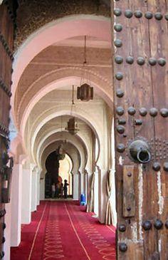 Les arcs de la mosquée de Tlemcen . Édifiée lors de la dynastie zianide . Algerie