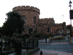 Carlisle Castle, situated in the English county of Cumbria, is over 900 years old and has been the scene of many historical episodes in British history. Given the proximity of Carlisle to the border between England and Scotland, it has been the centre of many wars and invasions.