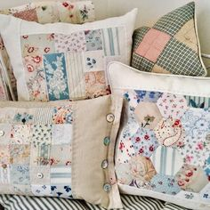 Patchwork Cushion, Quilted Pillow, Old Quilts, Vintage Quilts, Cushions To Make, Pin Cushions, Cushion Covers, Pillow Covers, Sewing Pillows