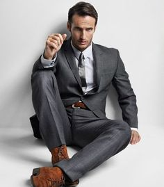 I love your gray suit. Who would've thought that breaking the rules and wearing brown accessories with a gray suit would make such a great outfit? Grey Suit Brown Shoes, Dark Gray Suit, Grey Suits, Charcoal Gray, Gentleman Mode, Gentleman Style, Mode Masculine, Sharp Dressed Man, Well Dressed Men