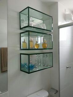 Nichos de vidro para banheiro Wall Shelf Decor, Wall Shelves, Modern Bathroom, Small Bathroom, Glass Kitchen Cabinets, Glass Showcase, Room Door Design, Tv Furniture, Living Room Tv