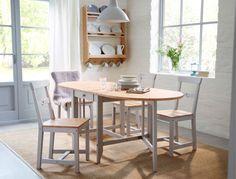 Tradycyjna jadalnia ze stołem GAMLEBY z opuszczanym blatem i krzesłami z litego drewna i w kolorze szarym