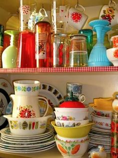 Kitschy Living brings us pyrex and kiln glass collection