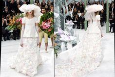 Da passarela ao altar: desfiles de noivas 2015 – Inspiração Angelina Jolie http://acaradaryqueza.com.br/wp/?p=8906