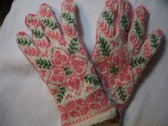love these knitted mittens