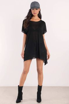 Get your basic go to with the Rachel Jersey Tunic. Featuring a boat neck and asymmetric hem. Pair it with your favorite sunglasses. - Fast & Free Shipping For Orders over $50 - Free Returns within 30 days!