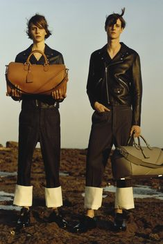 See the complete Loewe Spring 2015 Menswear collection.