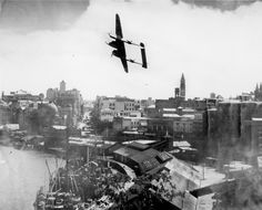"""""""So many Yankee planes in Brisbane at that time."""" KB View of Queen Street and the wharves on the Brisbane River Brisbane Queensland 1943 Brisbane River, Brisbane Queensland, Brisbane City, Queensland Australia, Lightning Fighter, Lockheed P 38 Lightning, Local History, History Pics, Family History"""