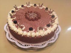 Schoko-Eiscreme-Torte mit Heidelbeeren