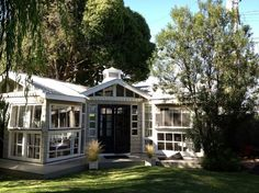 Craftsman Mini-me - Houses for Rent in Venice - Get $25 credit with Airbnb if you sign up with this link http://www.airbnb.com/c/groberts22