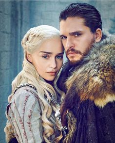 "Kit Harington with Emilia Clarke from ""Game of Thrones"" (season Jon Snow And Daenerys, Game Of Throne Daenerys, Got Game Of Thrones, Game Of Thrones Funny, Game Of Trone, Fandom Games, Got Memes, Happy Pictures, Aesthetic People"
