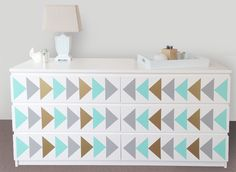 lulukuku ikea arrow decals: how fun is this little makeover?