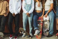 The widest variety of the latest skateboard outfit in share now. Skate Girl, Skate Style Girl, Skater Girl Style, Zack E Cody, Estilo Grunge, Looks Style, Ladies Dress Design, Cool Kids, Surfing