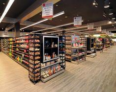 Supermarket Design | Retail Design | Shop Interiors | Innovadores los diseños de estas caberas de góndolas ganando una mayor atracción al ser un espacio tan amplio.