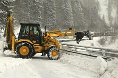 Motorists take care: two avalanches have covered the road and rail line between Kraľovany and Párnica in northern Slovakia, making it impassable. Road crews are working on this problem.  Photo courtesy of TASR.
