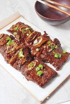 윤식당 불고기 레시피 소스 덕분에 편하게 살고 있습니다. 윤식당 불고기 레시피 소스 불고기만 만드는게 ... Asian Recipes, Beef Recipes, Cooking Recipes, Korean Dishes, Korean Food, K Food, Good Food, Food Plating, Food Photo