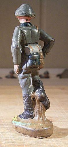 """07180.7 PGH Effelder """"Soldat laufend Gewehr unter dem Arm"""",1958-1962   eBay"""