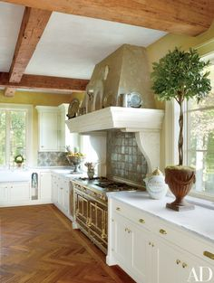 In a Georgian-style house in Richmond, Virginia, decorated by Bunny Williams, the kitchen backsplash is sheathed in antique Italian tiles from Michael Trapp; the range is by La Cornue | archdigest.com
