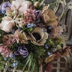 アネモネ、クリスマスローズ、忘れな草 #anémone #myosotis #helleborus #laurentbbouquetier #laurentborniche #flawers #bouquet #artisanfleuristeparisien #花のある暮らし