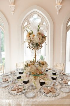 Great Gatsby inspired this reception, featuring linens by Elegant Beginnings of Houston, Texas.