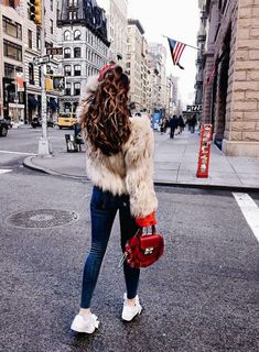 Shop my NYC Outfits: Winterlooks - Milena le Secret Fall Winter Outfits, Winter Fashion, Nyc Christmas, New York, Best Sneakers, Models, Girl Next Door, Fashion Outfits, Womens Fashion