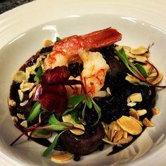 Arroz negro com lula e camarão