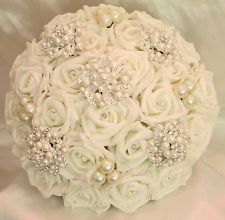 WEDDING FLOWERS WEDDING BOUQUET BRIDES VINTAGE POSY PEARLS BROOCHES DIAMANTES
