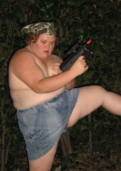 Bad Family Portraits, Bad Family Photos, Ellen, funny family photos, worst family pics, funny pictures, awkward family photos, wtf, ugly people, stupid people, crazy people, people of walmart Fat girl with machinegun topless militia