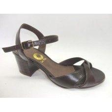 Sandália em couro Café. La Vile Calçados em couro legítimo. Calçados que produzimos através de encomendas do nº 30 ao nº 33 www.lavile.com.br