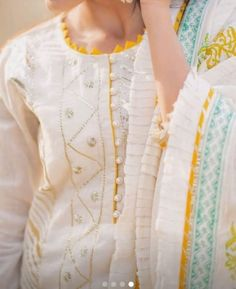 Sleeves Designs For Dresses, Neck Designs For Suits, Neckline Designs, Dress Neck Designs, Ladies Kurti Design, Kurta Designs Women, Beautiful Dress Designs, Stylish Dress Designs, Simple Pakistani Dresses