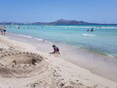 Z deníku cestovatelky: Mallorské pláže | Svět cestovatele Charlie Chaplin, Churchill, Beach, Water, Outdoor, Dune, Caribbean, Majorca, Aqua