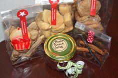Plätzchen, Punsch-Gelee, weihnachtliche Zimt Apfelchips und Gewürz-Mix für Frucht Punsch
