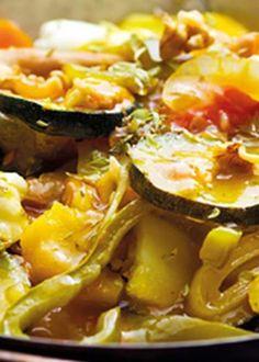 Cataplana de vegetais Portuguese Recipes, Portuguese Food, New Recipes, Cooking Recipes, Custo, Vegan, Hawaiian Pizza, Side Dishes, Veggies