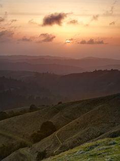 Sunset over Russian Ridge Open Space Preserve in Palo Alto, California_ USA