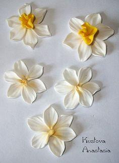Fondant Flowers, Felt Flowers, Diy Flowers, Fabric Flowers, Polymer Clay Flowers, Polymer Clay Charms, Polymer Clay Jewelry, Diy Clay, Clay Crafts