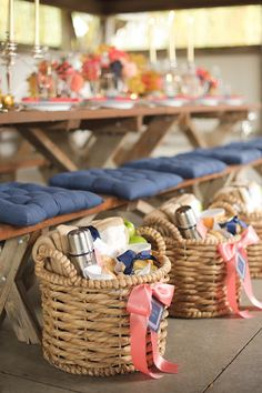 6 Baskets with Table