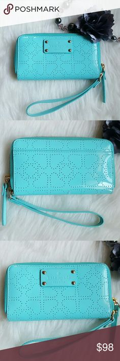 "Kate Spade Wristlet NWOT. Pretty blue wristlet. 4 slide pockets Inside & one at the back. Dimensions: 7"" x 4"" x 1"" kate spade Bags Clutches & Wristlets"