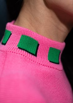 Knitwear Fashion, Knit Fashion, High Fashion, Video Pink, Knitting Designs, Pretty Outfits, Diy Clothes, Pink And Green, Hot Pink