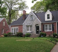Best Roofing Decisions Which Shingles Look Best With Red Brick 400 x 300