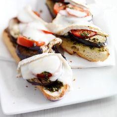 Recept voor stokbrood met gegrilde aubergine en geitenbrie.