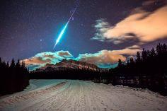 Meteoro cruzando o céu do Canadá.