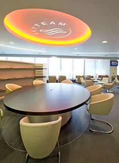 SkyTeam Lounge London Heathrow / Quelle: Airfrance with Megan chairs designed by René Holten for Artifort Air France, Lounges, Chair Design, Armchair, Chairs, London, Business, Table, Furniture