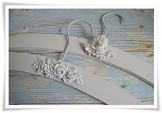 add appliques to painted white hangers Wire Coat Hangers, White Hangers, Clothes Hangers, Diy Craft Projects, Diy And Crafts, Projects To Try, Craft Ideas, Wedding Hangers, Shabby Chic Crafts