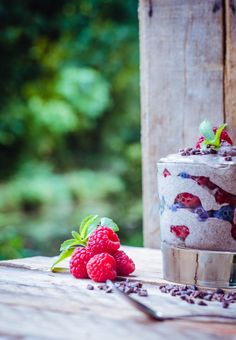 Vanilla Chia + Berry Pudding (Gluten free, Raw + Vegan) | GoodnessGreen