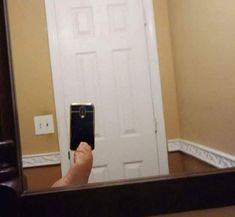 These 20 Pictures Of People Taking Photos Of Mirrors For Sale Are Truly Hilarious