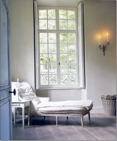 Chaise Longue: Lounging by the window. Interior Shutters, Window Shutters, Interior Architecture, Interior Design, Sweet Home, Shabby, Home Living, Living Rooms, Windows And Doors