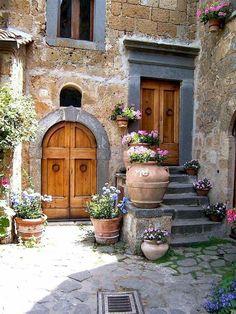 Beautiful rustic italian home decoration ideas Italian Garden, Italian Villa, Italian Courtyard, Italian Cafe, Italian Farmhouse, Style Toscan, Rustic Italian Decor, Italian Home Decor, Italian Style Home